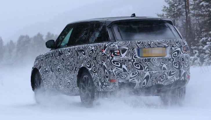 Land Rover Range Rover MY2018 immagini spia del futuro SUV britannico - Foto 8 di 12