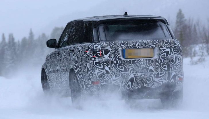 Land Rover Range Rover MY2018 immagini spia del futuro SUV britannico - Foto 9 di 12