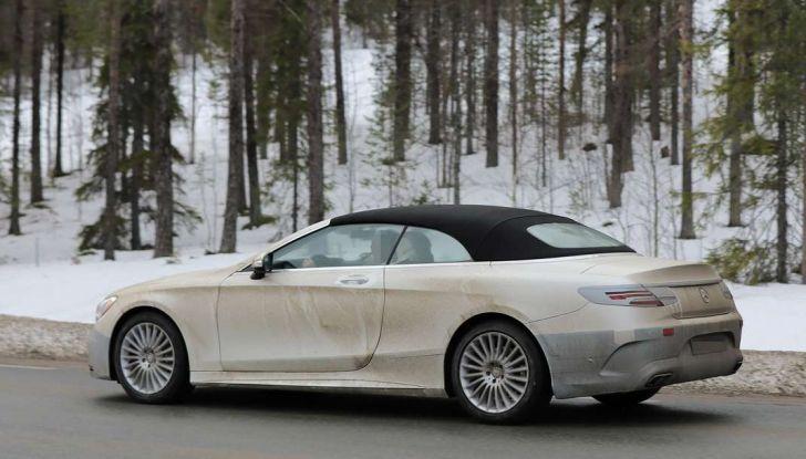 Mercedes Classe S Cabrio restyling, foto spia, laterale posteriore.