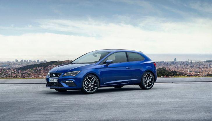 Nuova Seat Leon,colore blu vista 3/4 anteriore laterale sinistra.