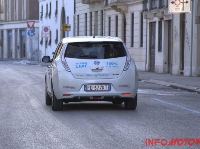 Nissan Leaf vista posteriore, test drive.