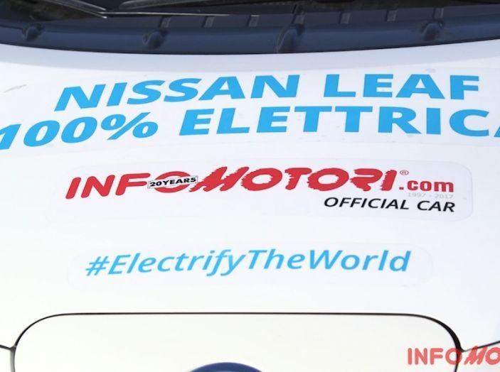 Nissan Leaf, scritte su auto.