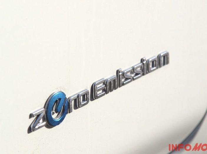 Nissan Leaf, logo zero emissioni.
