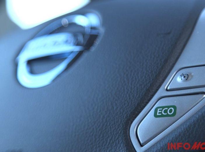 Nissan Leaf, tasto Eco per aumentare l'autonomia.