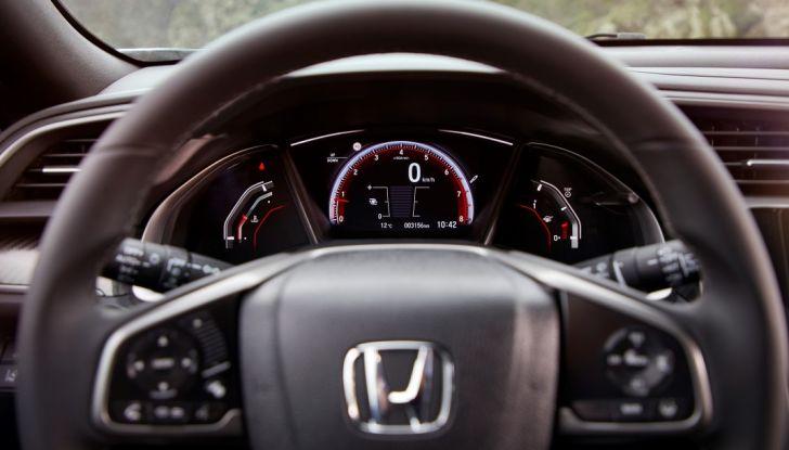 Nuova Honda Civic 2017, plancia sempre sotto controllo.