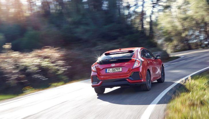 Prova su strada della nuova Civic Honda 2017, posteriore laterale.
