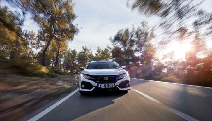 Civic Honda nuova, frontale, prova su strada.