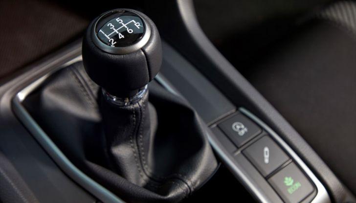 Nuova Honda Civic 2017, leva del cambio.