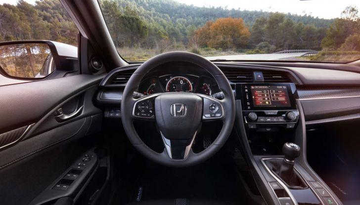 Nuova Honda Civic 2017, postazione di guida.