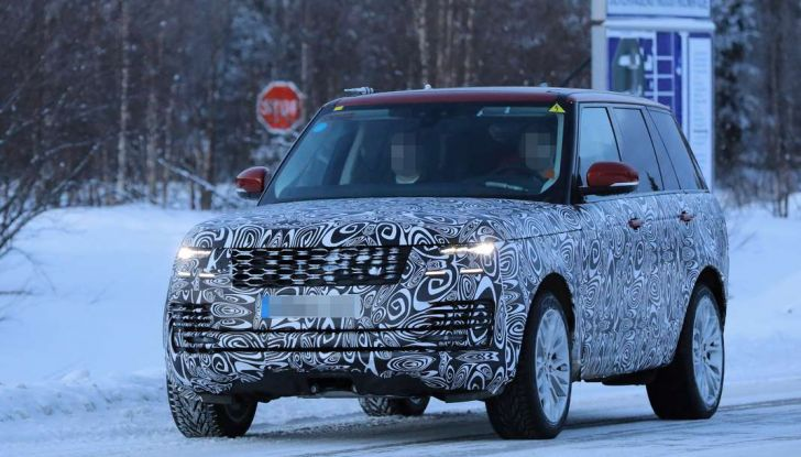 Range Rover Facelift, prime immagini spia del MY2018 - Foto 3 di 18