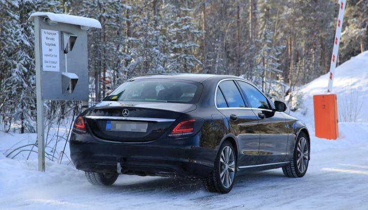 Mercedes Classe C Facelift, prime immagini spia e dettagli del nuovo modello - Foto 18 di 20