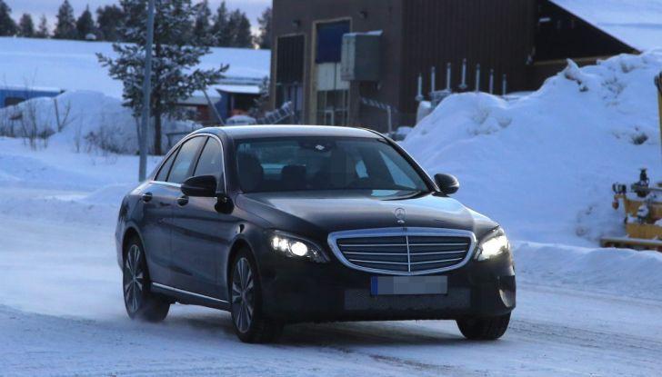 Mercedes Classe C Facelift, prime immagini spia e dettagli del nuovo modello - Foto 19 di 20