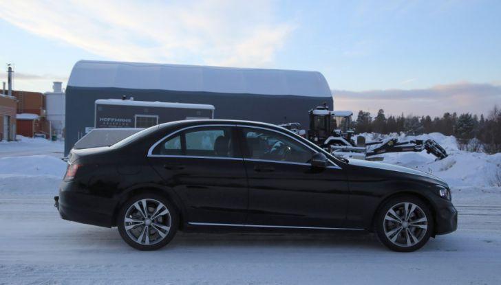 Mercedes Classe C Facelift, prime immagini spia e dettagli del nuovo modello - Foto 20 di 20