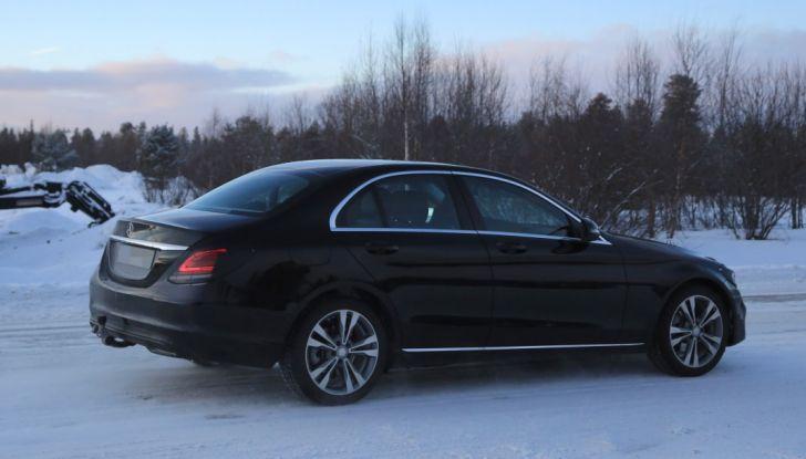 Mercedes Classe C Facelift, prime immagini spia e dettagli del nuovo modello - Foto 3 di 20