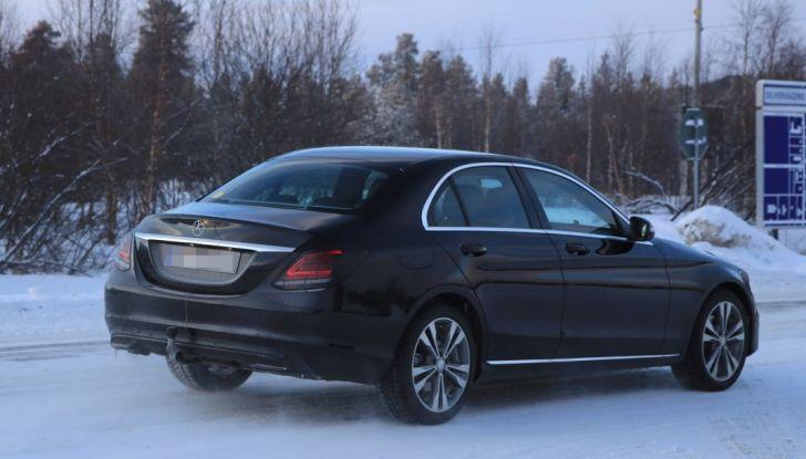 Mercedes Classe C Facelift, prime immagini spia e dettagli del nuovo modello - Foto 4 di 20
