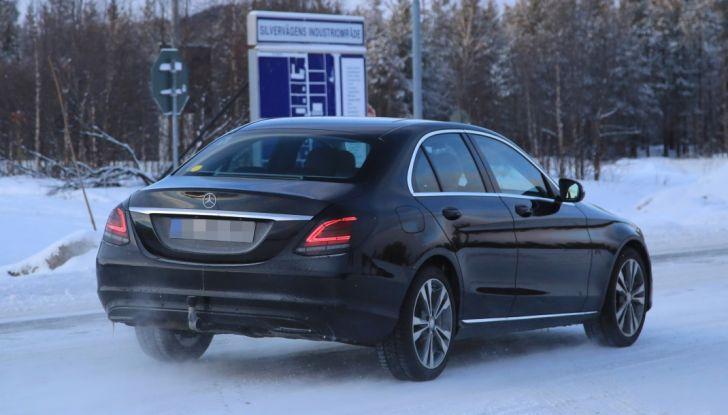 Mercedes Classe C Facelift, prime immagini spia e dettagli del nuovo modello - Foto 5 di 20