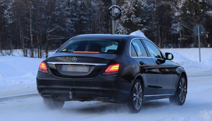 Mercedes Classe C Facelift, prime immagini spia e dettagli del nuovo modello - Foto 6 di 20