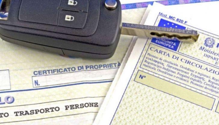 Auto: abolito il libretto di circolazione, arriva il foglio unico - Foto 1 di 6