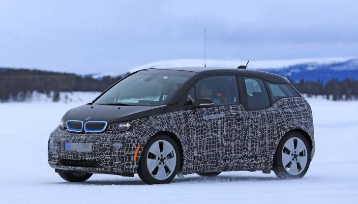 BMW i3 Facelift 2018, immagini spia e primi dettagli - Foto 1 di 10
