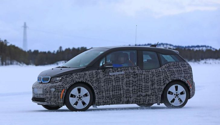 BMW i3 Facelift 2018, immagini spia e primi dettagli - Foto 7 di 10