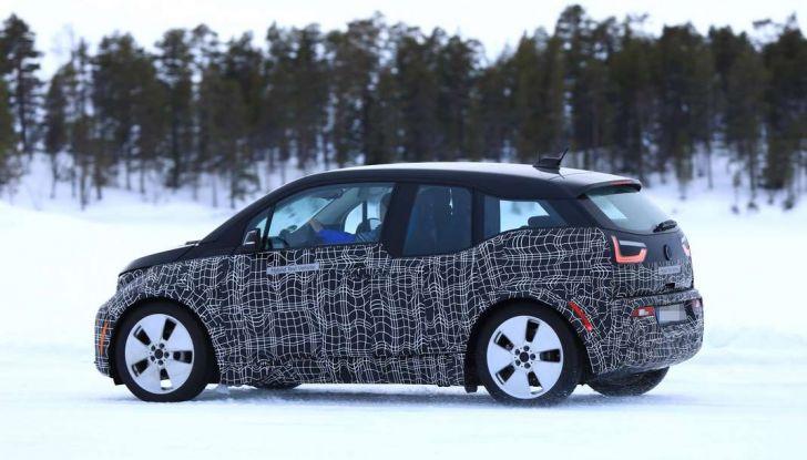 BMW i3 Facelift 2018, immagini spia e primi dettagli - Foto 3 di 10