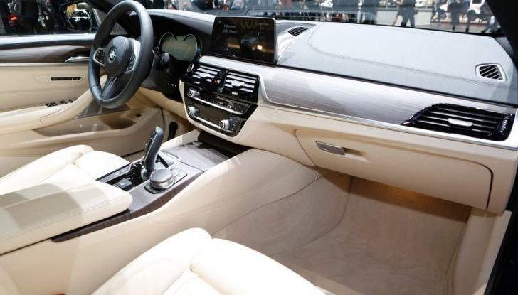 BMW Serie 5 Touring motorizzazioni, allestimenti e informazioni - Foto 23 di 25