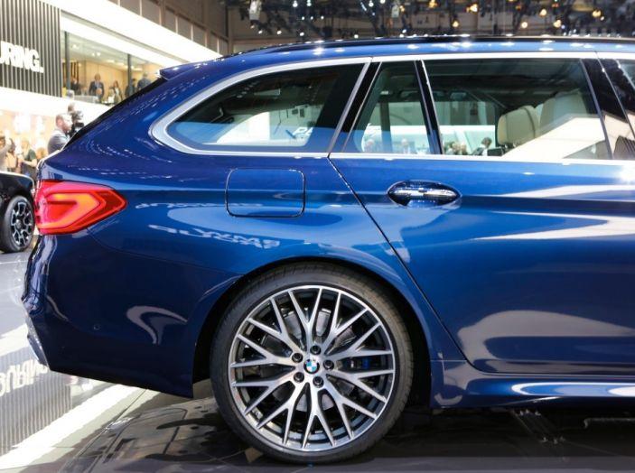 BMW Serie 5 Touring motorizzazioni, allestimenti e informazioni - Foto 7 di 25