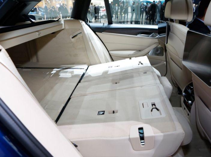 BMW Serie 5 Touring motorizzazioni, allestimenti e informazioni - Foto 12 di 25