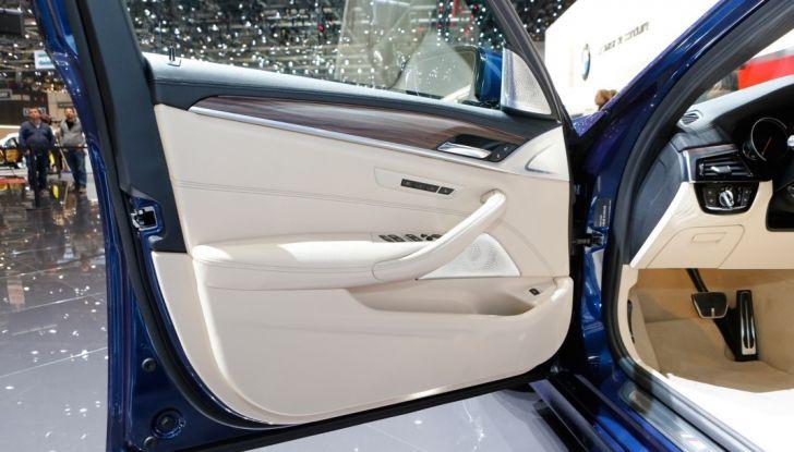 BMW Serie 5 Touring motorizzazioni, allestimenti e informazioni - Foto 13 di 25
