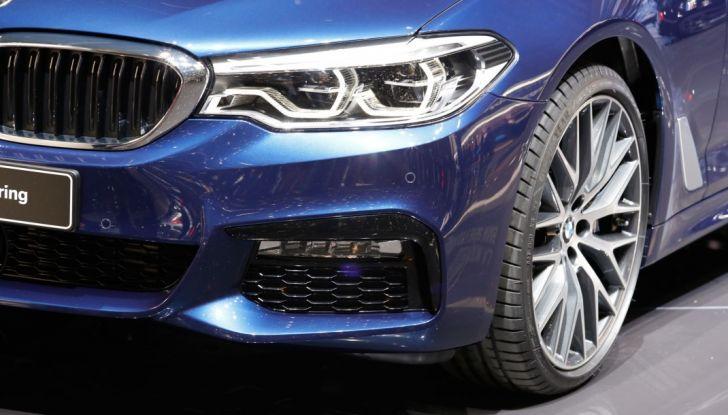 BMW Serie 5 Touring motorizzazioni, allestimenti e informazioni - Foto 16 di 25