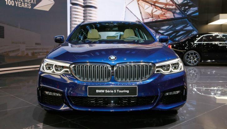 BMW Serie 5 Touring motorizzazioni, allestimenti e informazioni - Foto 1 di 25