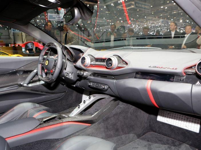 Ferrari 812 Superfast: la berlinetta V12 da 800CV - Foto 17 di 22