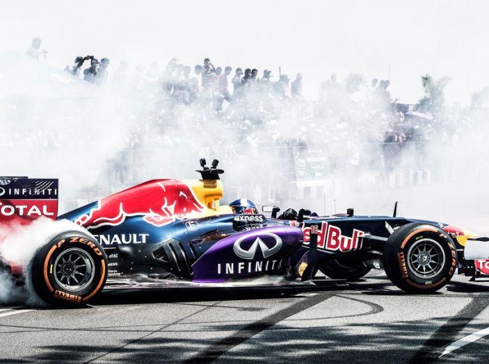 Infiniti offre un lavoro da sogno nel Team Renault Sport di Formula Uno - Foto 1 di 9
