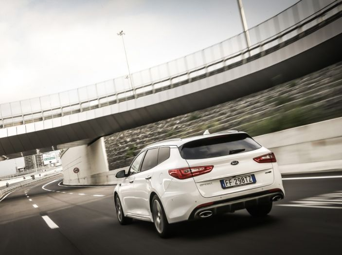 Kia Optima Sportswagon Plug-In Hybrid, evoluzione silenziosa - Foto 5 di 16