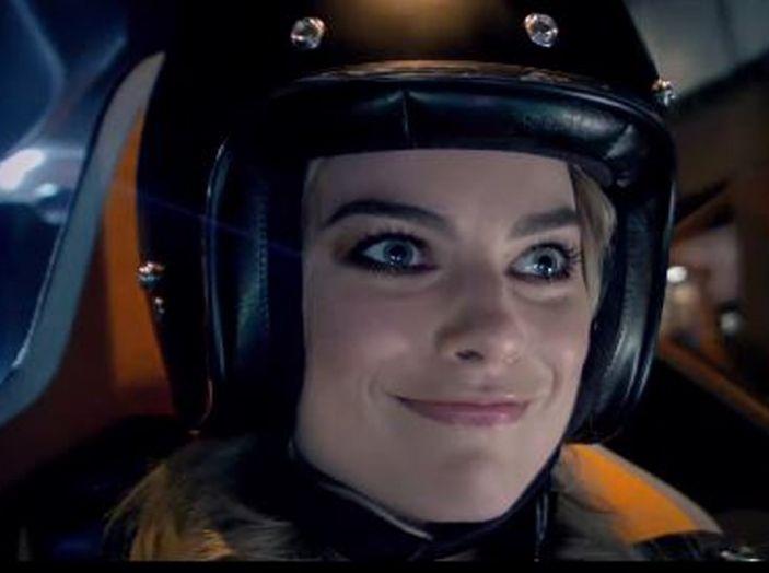 Margot Robbie testimonial di Nissan Electric Con Blade Glider - Foto 5 di 8