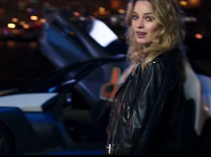 Margot Robbie testimonial di Nissan Electric Con Blade Glider - Foto 7 di 8