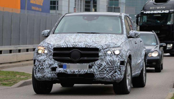 Mercedes GLE, nuove immagini spia dei test su strada - Foto 3 di 9