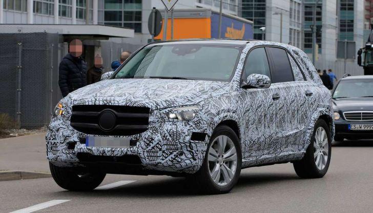 Mercedes GLE, nuove immagini spia dei test su strada - Foto 4 di 9