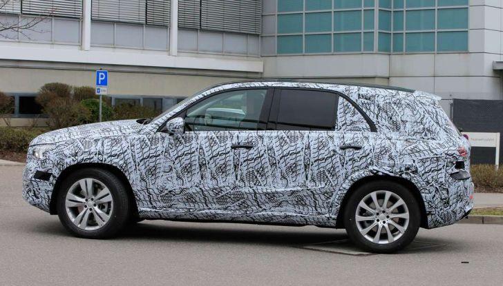 Mercedes GLE, nuove immagini spia dei test su strada - Foto 6 di 9