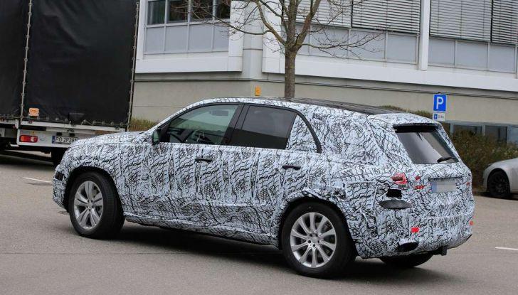 Mercedes GLE, nuove immagini spia dei test su strada - Foto 2 di 9