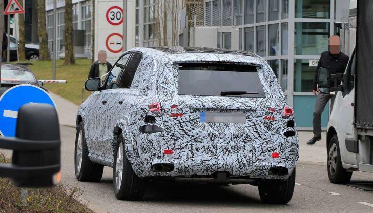 Mercedes GLE, nuove immagini spia dei test su strada - Foto 8 di 9