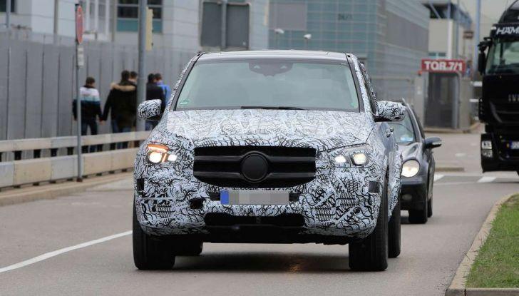 Mercedes GLE, nuove immagini spia dei test su strada - Foto 5 di 9