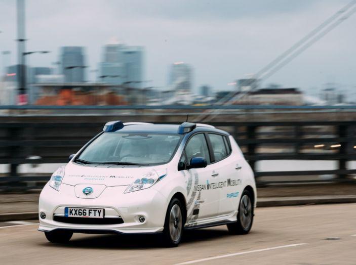 Nissan Leaf, la guida autonoma avanza nel traffico di Londra - Foto 9 di 23
