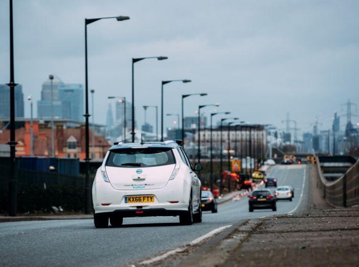 Nissan Leaf, la guida autonoma avanza nel traffico di Londra - Foto 10 di 23