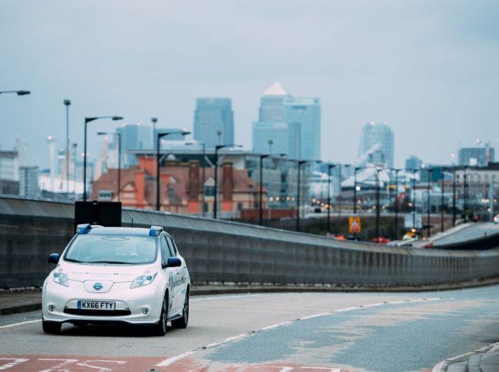 Nissan Leaf, la guida autonoma avanza nel traffico di Londra - Foto 11 di 23