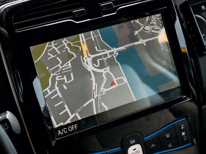 Nissan Leaf, la guida autonoma avanza nel traffico di Londra - Foto 14 di 23