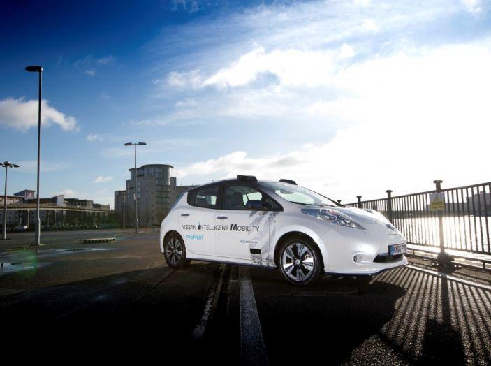 Nissan Leaf, la guida autonoma avanza nel traffico di Londra - Foto 19 di 23
