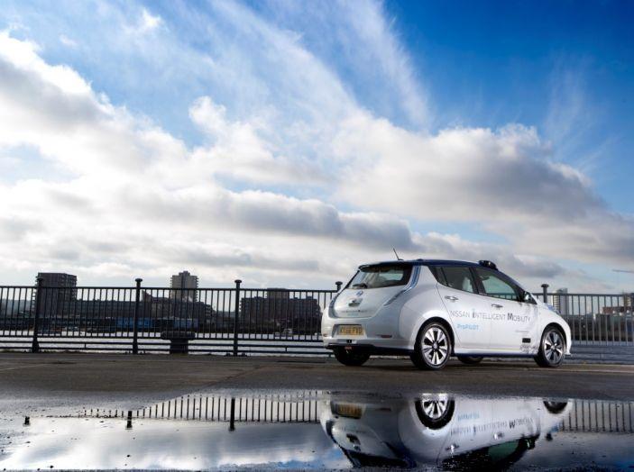Nissan Leaf, la guida autonoma avanza nel traffico di Londra - Foto 20 di 23
