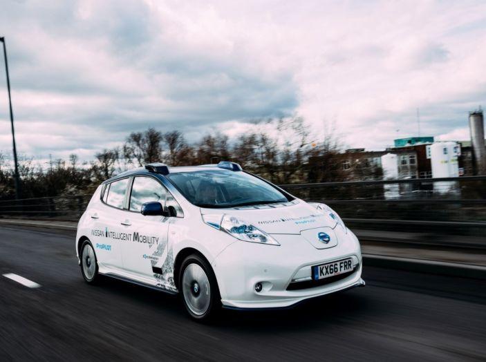 Nissan Leaf, la guida autonoma avanza nel traffico di Londra - Foto 2 di 23
