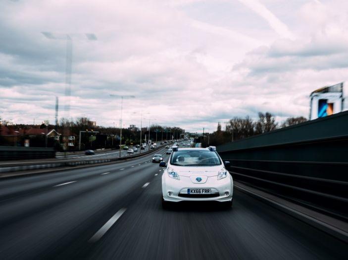 Nissan Leaf, la guida autonoma avanza nel traffico di Londra - Foto 6 di 23